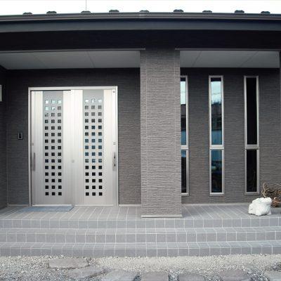 注文住宅の玄関扉 - 八興ハウス - ブログ