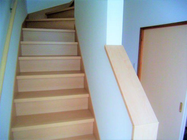 株式会社八興建設:階段