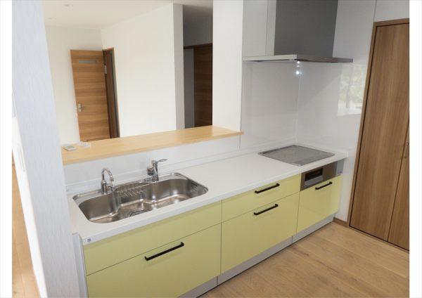 株式会社八興建設:キッチンは明るい色で